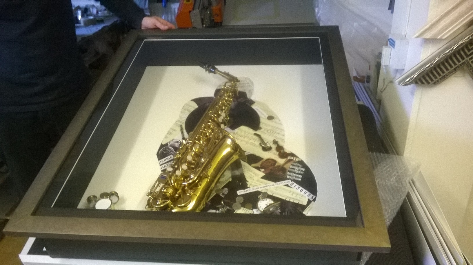 Box frame for saxophone